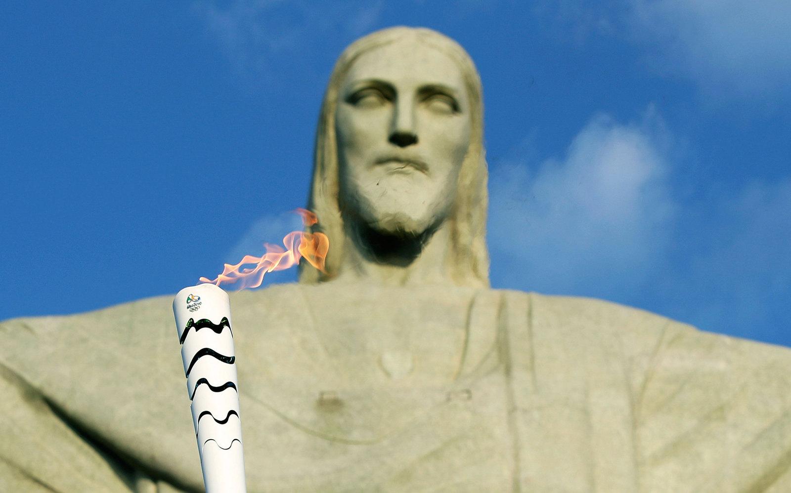 Олимпийский огонь не обошел стороной и одну из главных достопримечательностей города