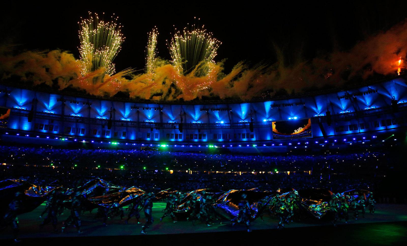 Салют на церемонии открытия, который напоминает зрителям в каком городе проходит олимпиада