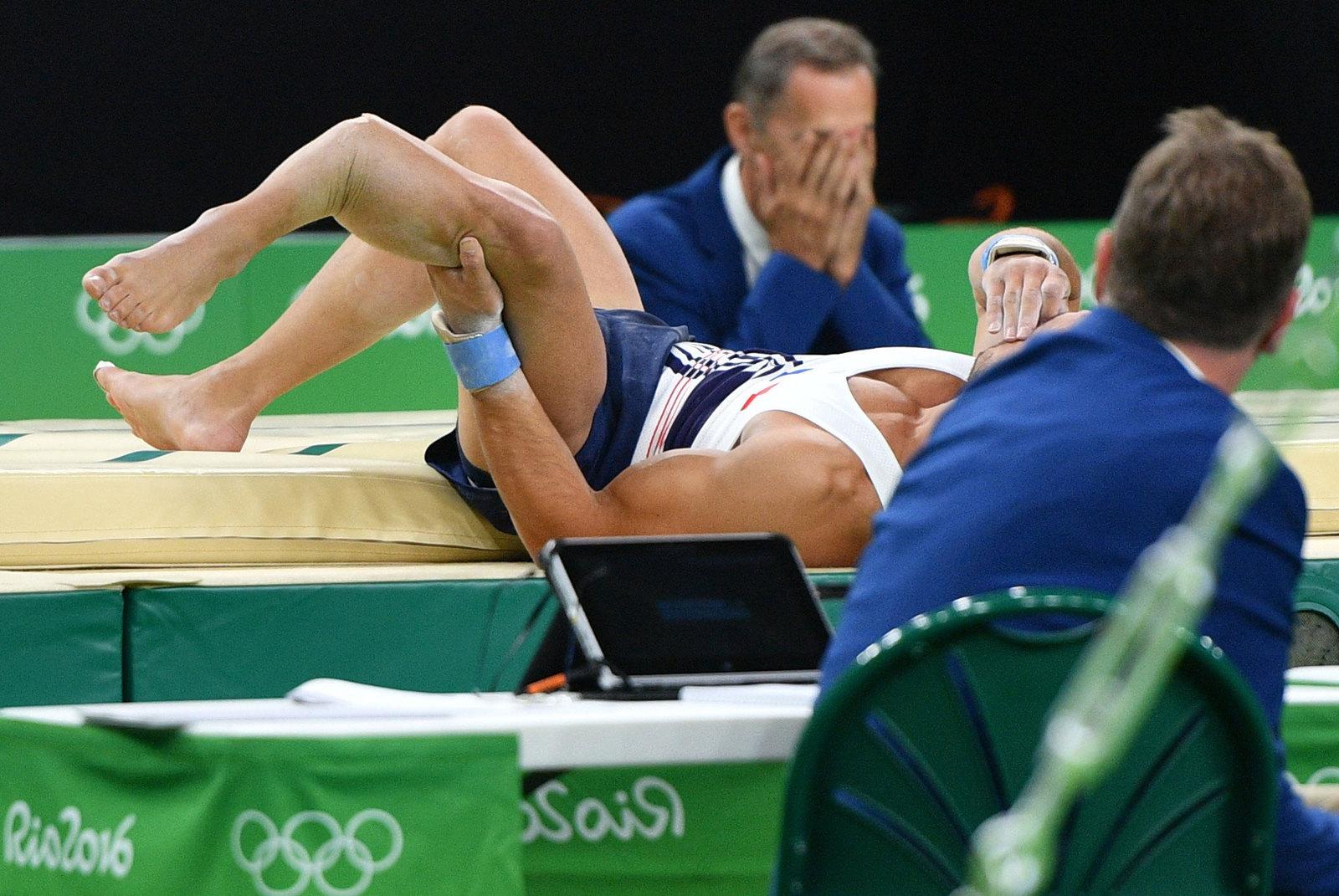 Опорный прыжок французского гимнаста Самира Аита Саида закончился переломом ноги