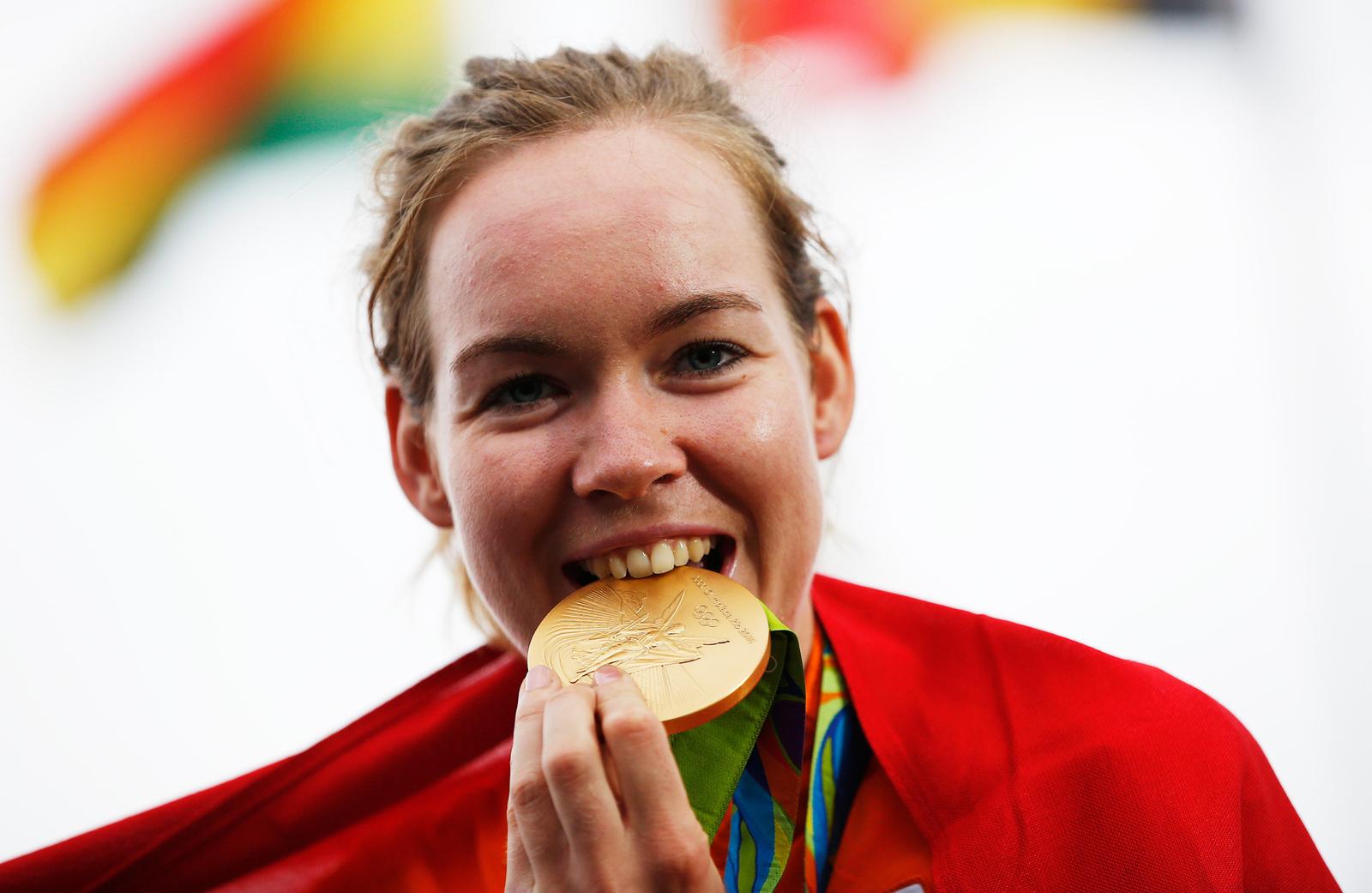 Голландка Анна ван дер Брегген выиграла золото в женской групповой велогонке на шоссе