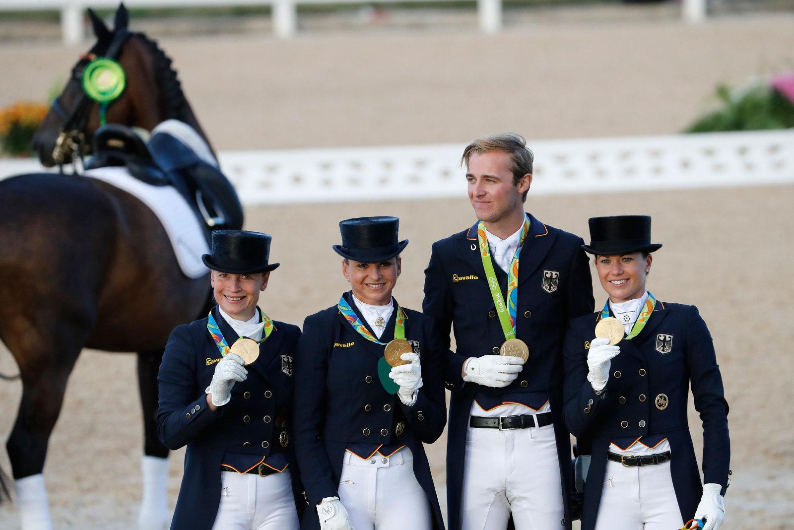 Олимпийскими чемпионами в командных соревнованиях у конников стали немцы