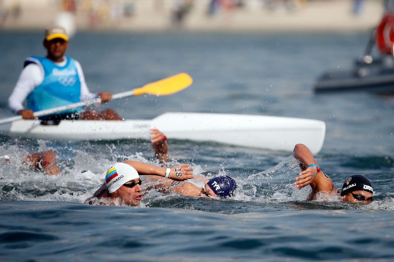 Десятикилометровый заплыв олимпийцев на открытой воде