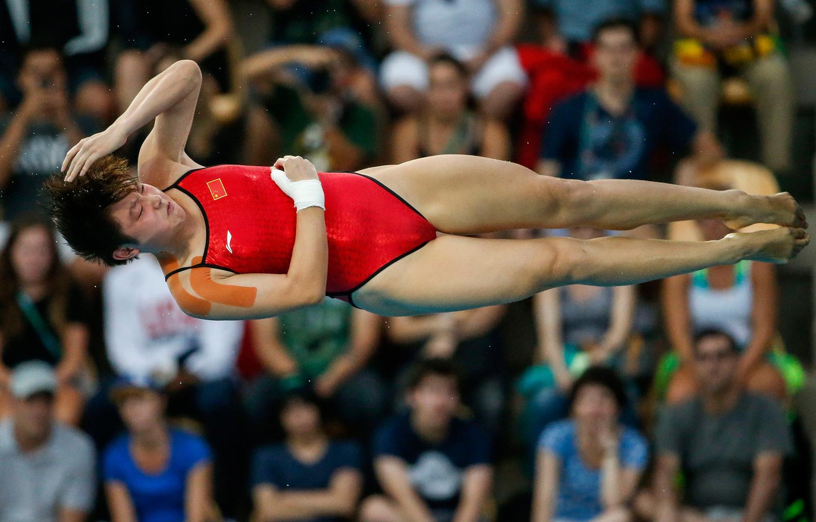Китаянка Ги Яже во время прыжка в воду