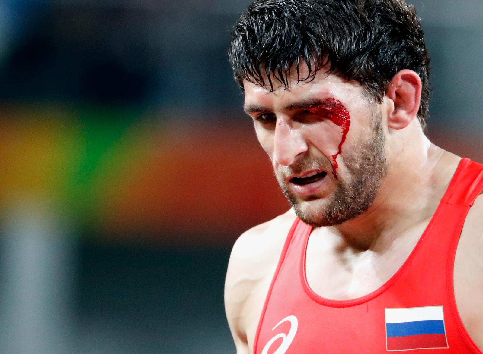 Российский борец Аниуар Гедуев после триумфа