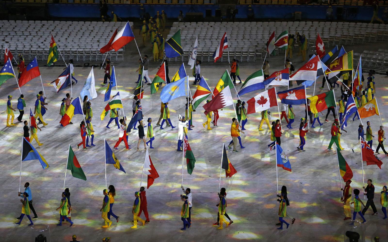 торжественное начало парада атлетов на закрытии Олимпийских игр в Рио