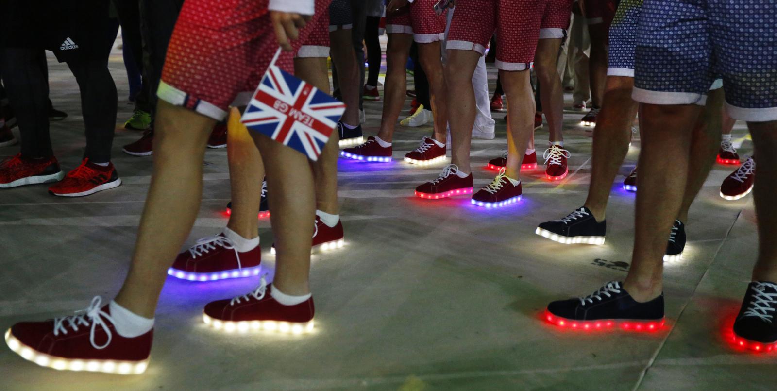 Британские спортсмены обуты в обувь со светящимися подошвами