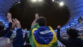 Зрители на церемонии закрытия олимпийских игр в Рио