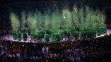 """Парад спортсменов закончился """"зеленым фейерверком"""". По замыслу организаторов атлеты посадили целый лес"""