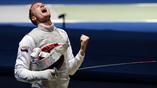 Эмоции российского рапириста Артура Ахматхузина после очередного поединка олимпийского турнира