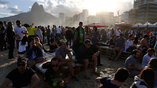 Фан-зона на пляже в Рио никогда не пустует