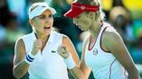 Россиянки Елена Веснина (слева) и Екатерина Макарова играют финальные матч Игр-2016 в парном разряде