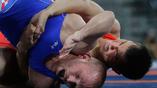 Российский борец Роман Власов в поединке с хорватом Бозо Старцевичем