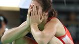 Россиянка Наталья Воробьева не может скрыть огорчения после поражения в финале Олимпиады