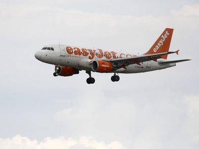 Самолет экстренно посадили из-за употреблявших кокаин в туалете пассажиров
