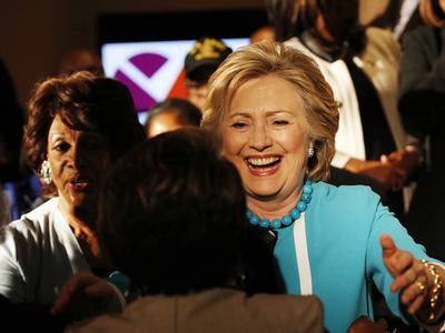 хиллари клинтон побеждает калифорнии