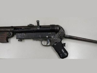 Застрявший в пробке автомобилист попался с пистолетом времен Второй мировой