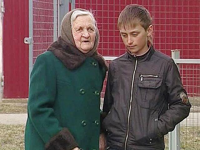 Пожилая соседка трахнула мальчика фото 348-705