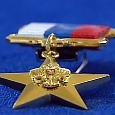 Путин вручает в Кремле золотые звезды