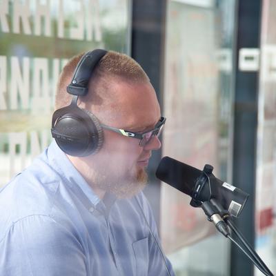 Утреннее шоу в летней студии радио