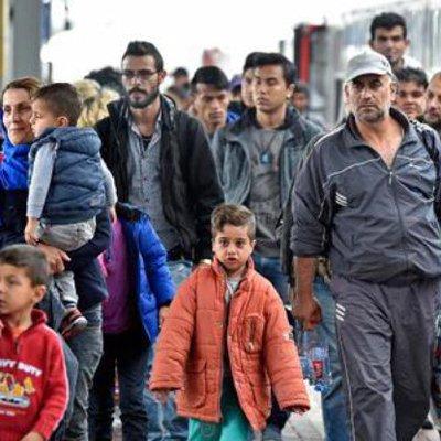 Более 2 тысяч мигрантов были переселены на новое место после первого дня эвакуации из «джунглей» в Кале
