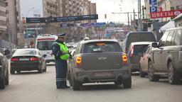 Гаишникам разрешили тормозить машины вне постов и проверять пассажиров