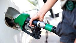 Стало известно, когда в России подешевеет бензин