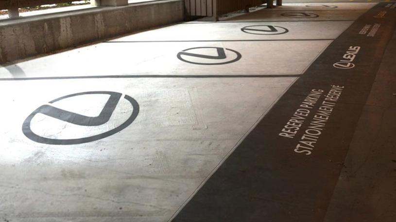 Аэропорт в Канаде превратил парковку для инвалидов в парковку для