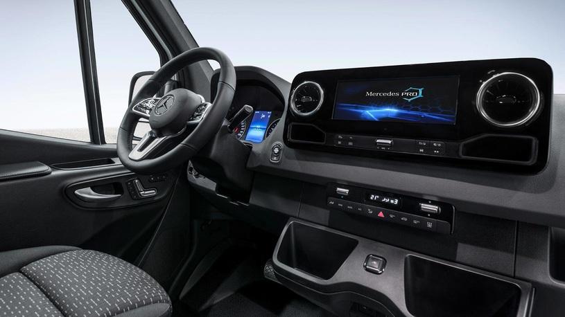 Новый Mercedes-Benz Sprinter: официальные фото и сроки выхода