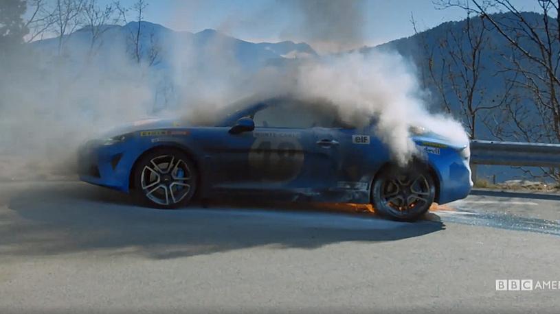 Ведущие скандального шоу Top Gear снова сожгли редкий спорткар