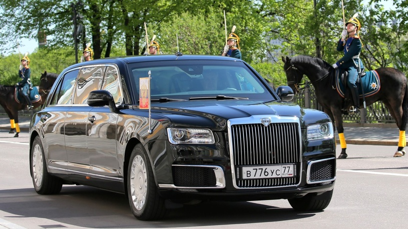Владимир Путин прокатил президента Сербии на новейшем лимузине Aurus