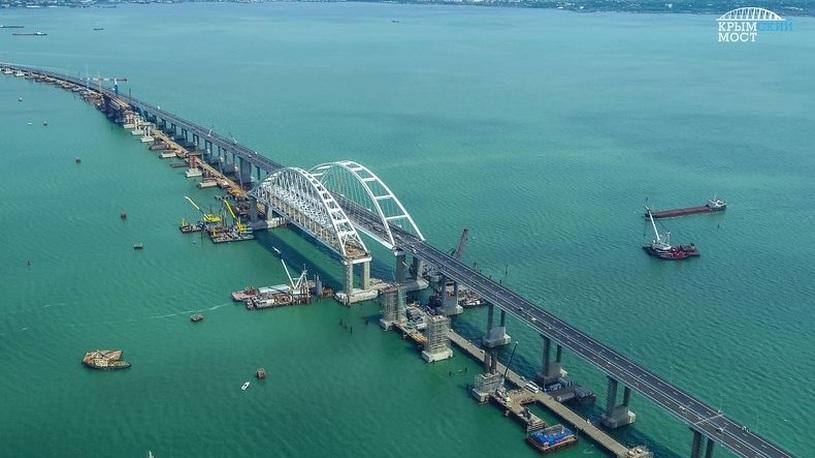 На мосту в Крым уже появились первые нарушители
