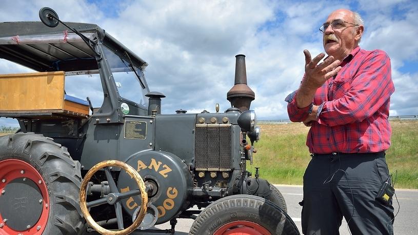 Приехавший на тракторе 70-летний немец получил бесплатный билет на ЧМ-2018