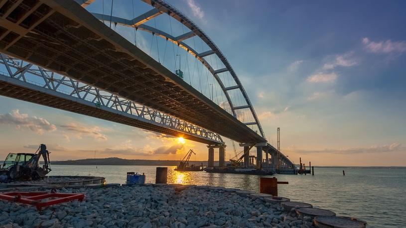 Крым и трасса М4 встали в многокилометровых пробках