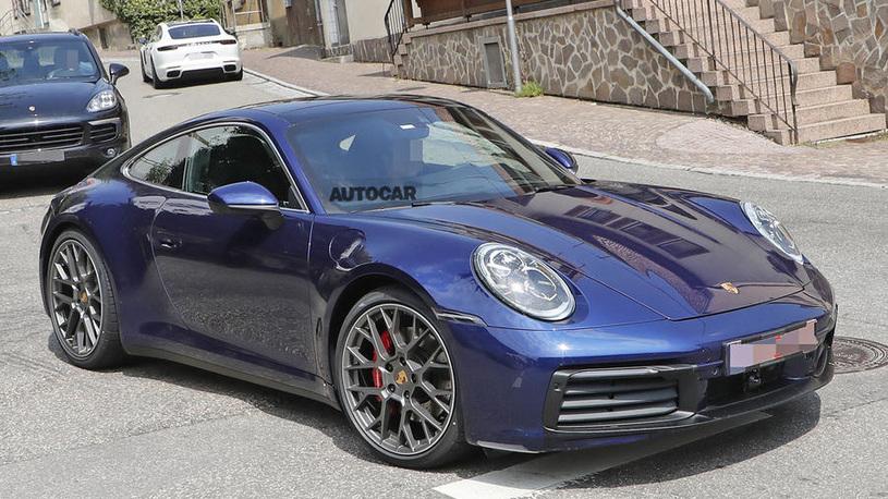Появились первые фото нового Porsche 911