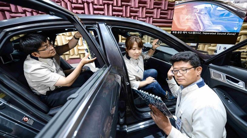 В Kia придумали, как всем в автомобиле слушать разную музыку (без наушников!)