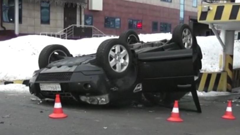 В Одинцово с третьего этажа упал Land Rover