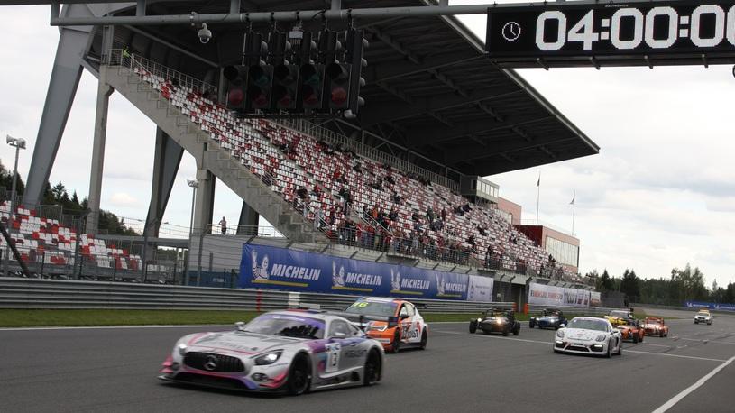Виталий Петров выиграл 4-часовую гонку REC за рулем Mercedes AMG GT3