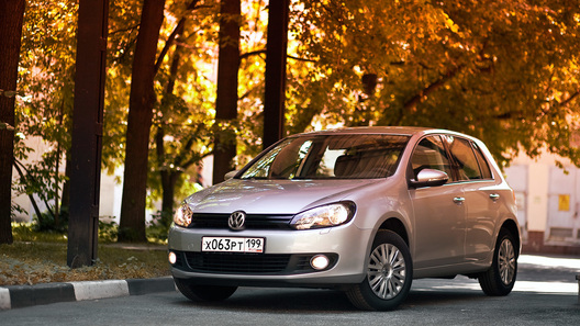 Volkswagen Golf VI: добротный и немецкий