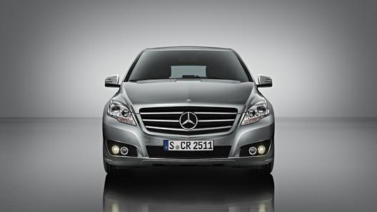 Mercedes-Benz R-Class: первые официальные фото обновленной модели