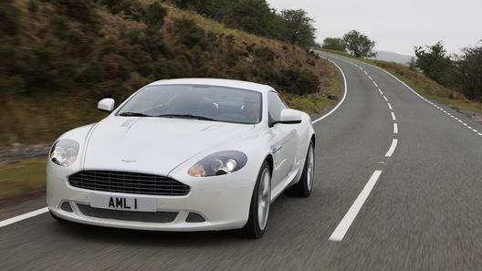 Купе и кабриолет Aston Martin DB9 обновились в преддверии нового модельного года
