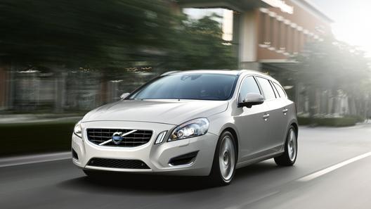 Volvo официально представила новый V60
