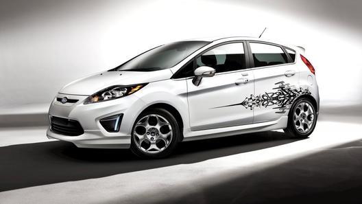 Ford предлагает владельцам Fiesta украсить свой автомобиль заводским тюнингом