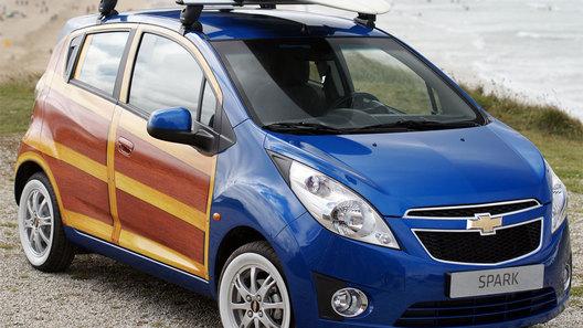 Chevrolet декорировала машину для серферов деревянными вставками