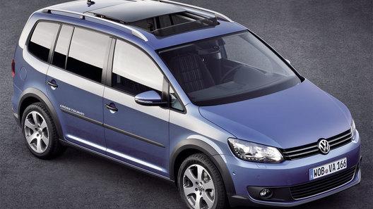 Компания Volkswagen представила на европейском рынке новый микровэн CrossTouran