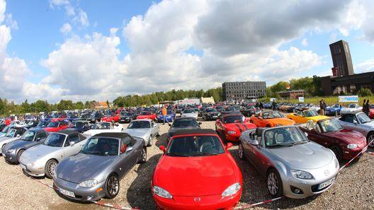 Mazda поставила рекорд Гиннеса, собрав вместе родстеры MX-5