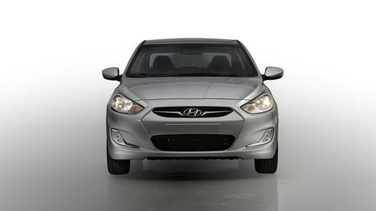 Народный седан Hyundai Solaris будет стоить от 350 000 рублей