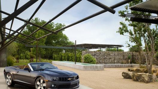 Новый кабриолет Chevrolet Camaro SS появился в Neiman Marcus Christmas Book