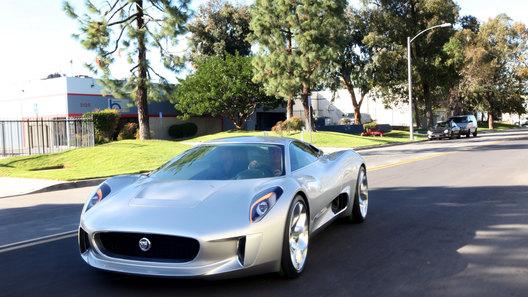 Jaguar запускает в производство гибридный суперкар за $1 млн