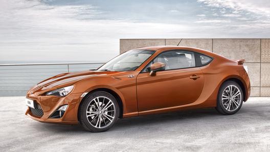 Toyota представила серийную версию купе FT86