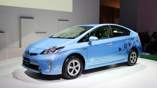 Продажи Toyota Prius Plug-in стартуют в январе